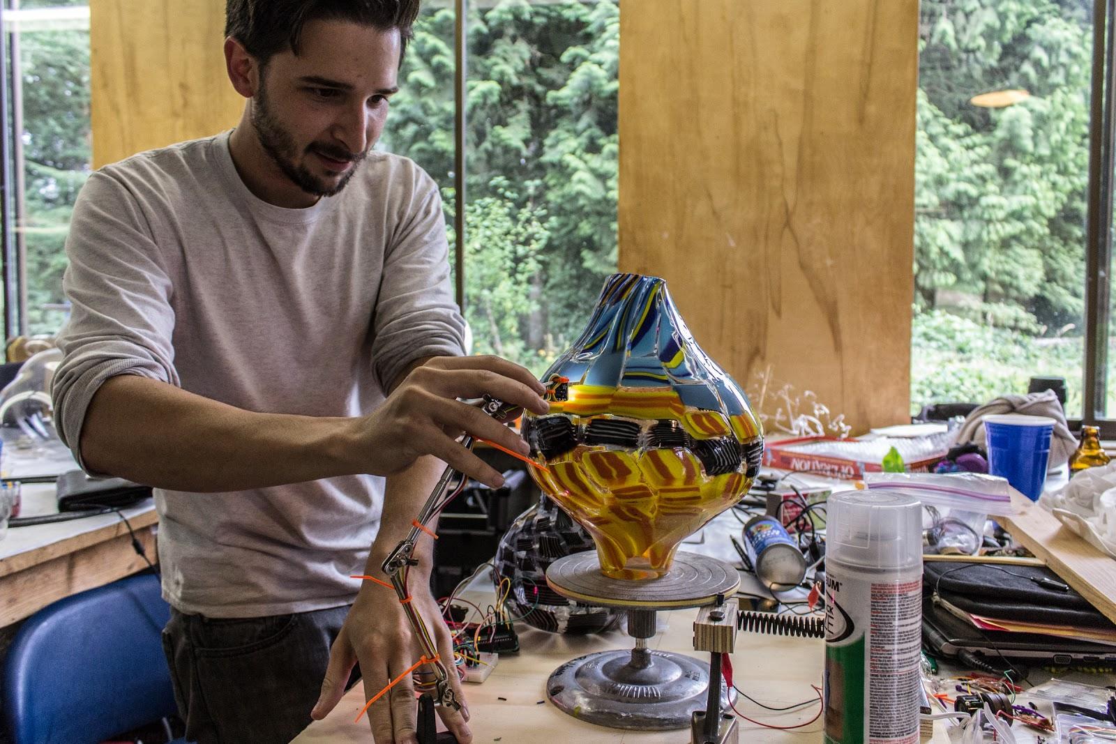 Michael Saruko sonifying a glass vessel (photo courtesy of Pilchuck Glass School)